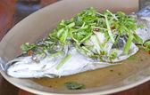 Hete en pittige stoom vis in citroensaus — Stockfoto