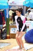 пхукет, таиланд - 7 сентября: участница rip curl девочек идти — Стоковое фото