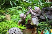 Pompy woda w ogrodzie — Zdjęcie stockowe