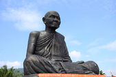 Monk statue in thailand — Stock Photo