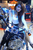 PHUKET, THAILAND - JANUARY 9: Beautiful model poses on a motorbi — Stock Photo