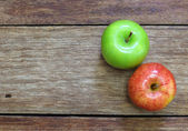 Red and green apple fruit on wood background — Stock Photo