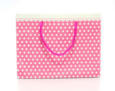 Pink shopping paper bag isolated on a white background — Stock Photo