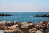 Rocky shore landscape — Stock Photo