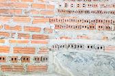 Underconstruction 楼梯间由红砖和水泥. — 图库照片