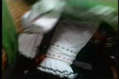 在墨西哥服饰在夜总会跳舞 — 图库视频影像