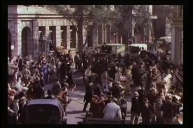 Crowd dispersing after end of parade — Stock Video