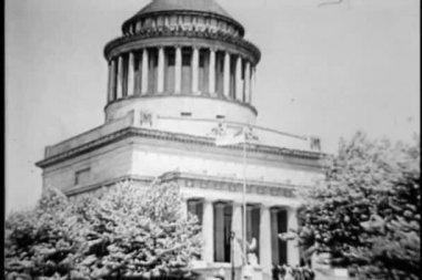 монтаж - могила гранта и собор в нью-йорке, 1930-е годы — Стоковое видео