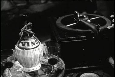 Gramophone next to tray with wine bottle and glasses — Stock Video