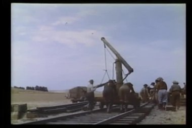 Men building railroad — Stock Video