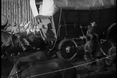 Caravan of covered wagons — Stock Video