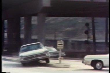 Poursuite de voitures de police sur autoroute — Vidéo