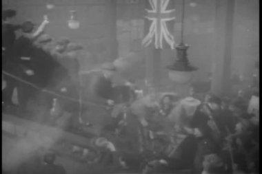 历史 reenactrment 乘客下船船在二次世界大战的结束 — 图库视频影像