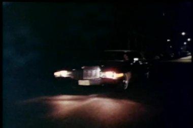 Car stopping at stoplight at night — Stock Video