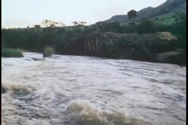 Wide shot of flowing river — Stock Video