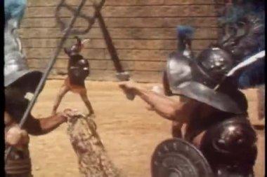 Lutando na arena de gladiadores — Vídeo Stock