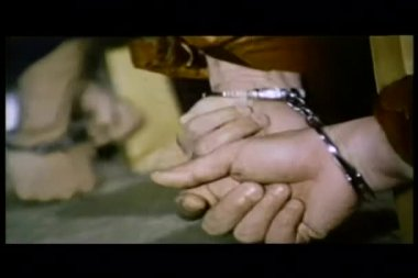 Close-up of men's hands in handcuffs trying to escape — ストックビデオ