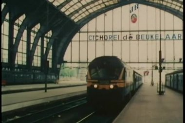 Antwerpen-Centraal Railway Station in Antwerp, Belgium — Stock Video