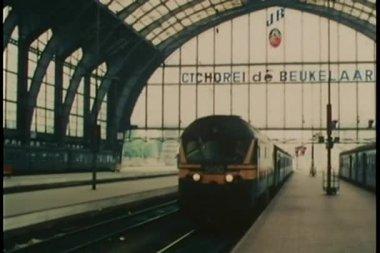 Estación de tren de antwerpen centraal en antwerp, bélgica — Vídeo de Stock