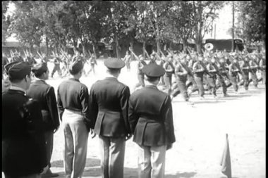Parade of American soldiers marching as crowd watches — Stock Video