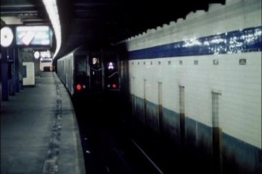Train pulling out of subway station — Stock Video