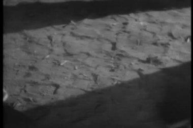 Mahkumlar pranga içinde yürüyüş — Stok video