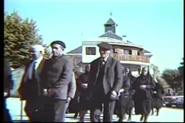 Vista trasera del cortejo fúnebre — Vídeo de stock