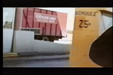 автомобиль, вождение через платных стенд — Стоковое видео