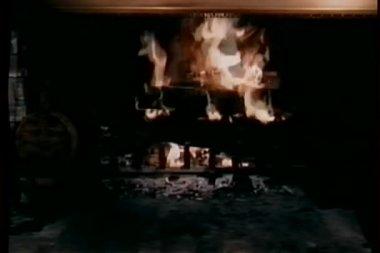 Wide shot of roaring fire in fireplace — Stock Video