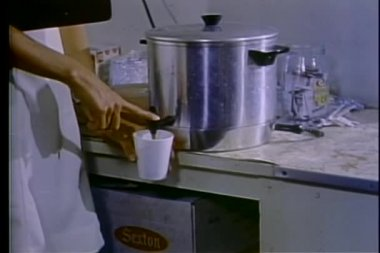 Close-up of hands pouring coffee out of an urn — Stock Video