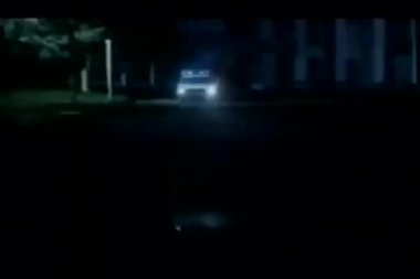 Vehicle obstructing police car at night — ストックビデオ