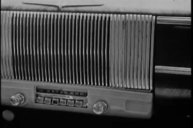Close-up of a 1940s radio in a moving car — Stock Video