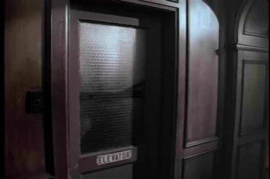 Wide shot of elevator door closing — Stock Video