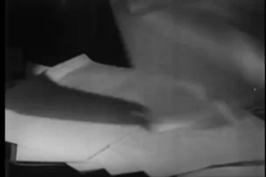 Woman's hands keeping papers on table — Vídeo Stock