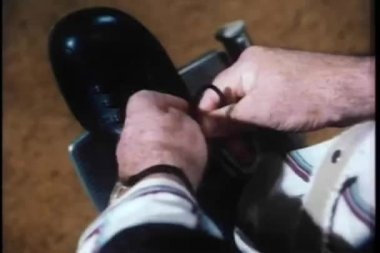 Close-up of man in wheelchair tying his shoe laces — Stock Video