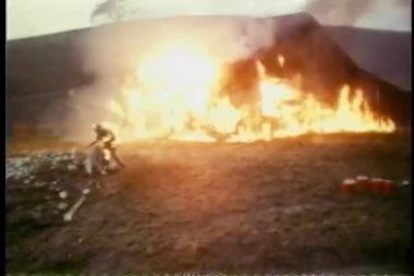 Stunt man on fire during filmming of explosion — Stock Video