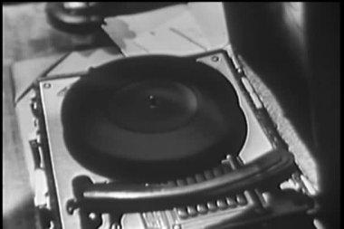 Zbliżenie: gramofon przędzenia bez rekordu — Wideo stockowe