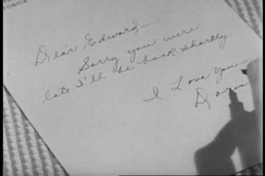 Close-up of woman's hand writing note — Stockvideo