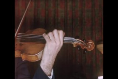 Close-up of a man playing violin — Stock Video