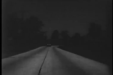 Retro styled car on country road at night — Stock Video