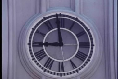 Close-up of minute hand on wall clock moving to 9 o'clock — Stock Video