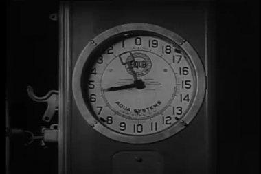 Vintage Aqua Systems gauge — Stock Video