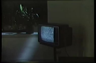 Wide shot of TV set on stand with static screen — Stock Video