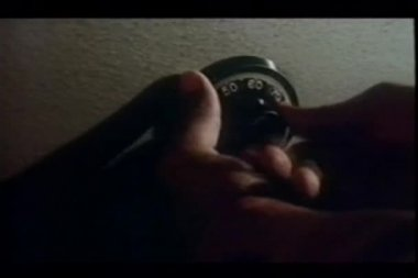 Närbild av hand vrida kombinationslås — Stockvideo