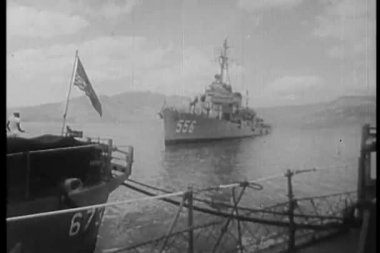 Sailors on battleship leaving port — Stock Video