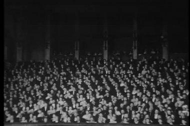Gran tiro de público en el teatro — Vídeo de stock