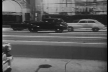 Vintage cars following each other on city street of Los Angeles, California, USA — Stock Video