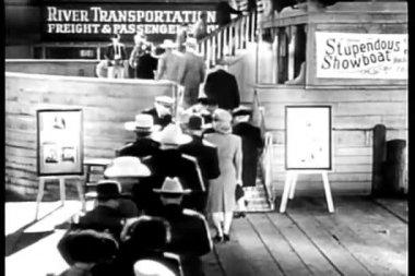 вид сзади пассажиров showboat — Стоковое видео
