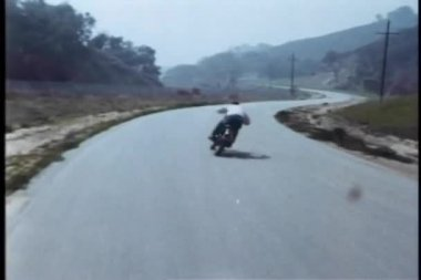 High speed motorcycle chase on country road — ストックビデオ