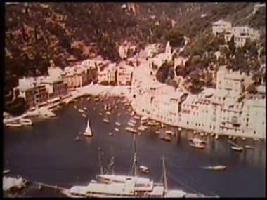 Aerial view of boats in California harbor — Stock Video